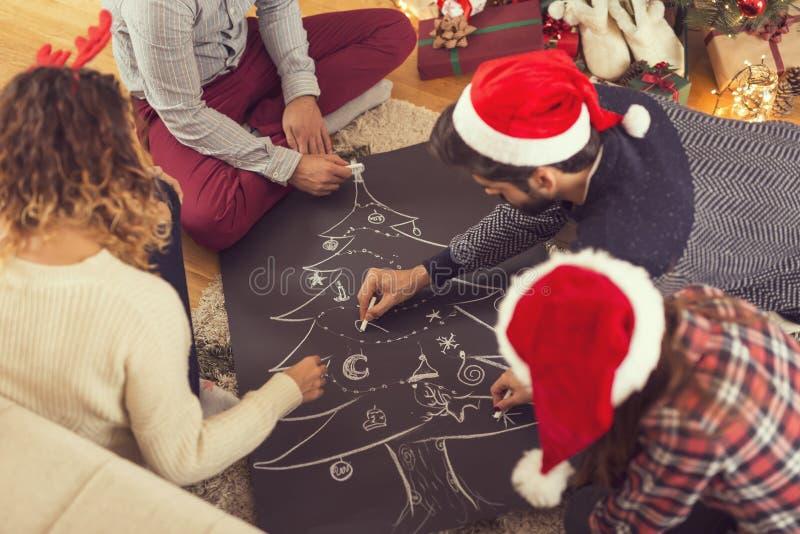Zeichnen eines Weihnachtsbaums lizenzfreies stockbild