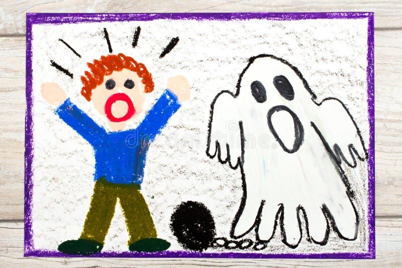 Zeichnen: Furchtsamer Geist mit Ketten und erschrockenem kleinem Jungen stockbild
