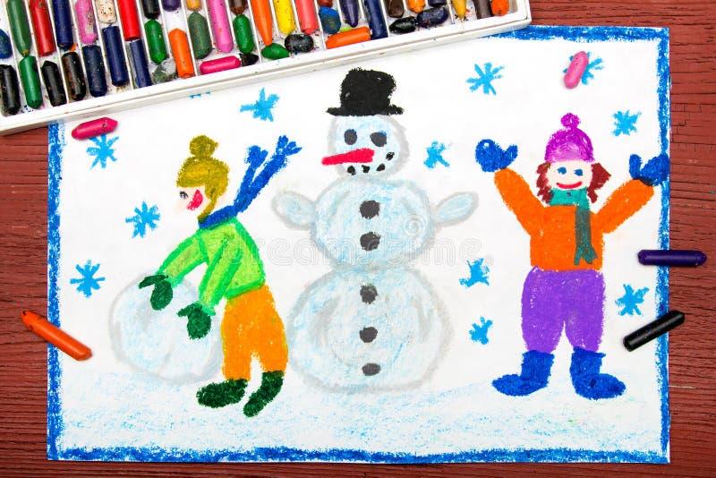Zeichnen: Glückliche Kinder, die einen Schneemann, Winterzeit errichten stockbilder