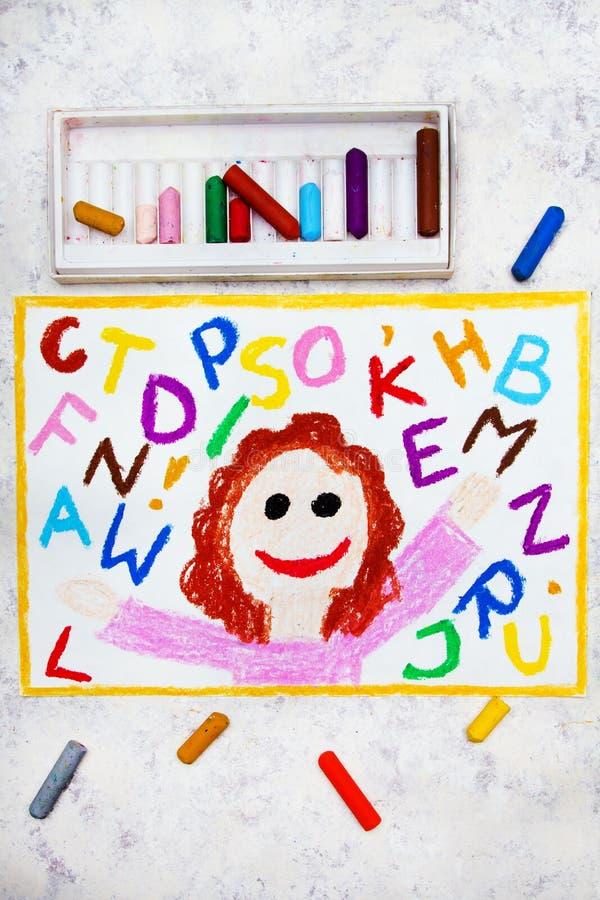 Zeichnen: Lächelndes Mädchen und bunte Alphabetbuchstaben stockfotos
