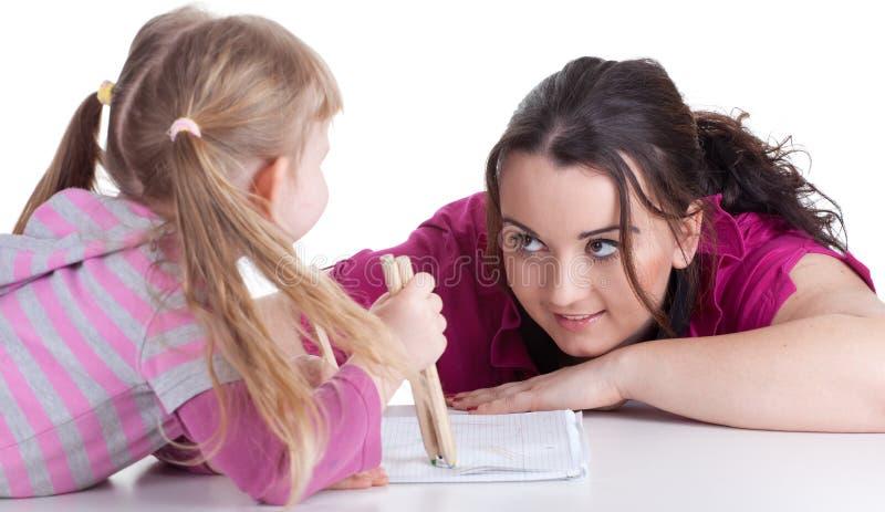 Zeichnende fette Frau und kleines Mädchen lizenzfreies stockbild
