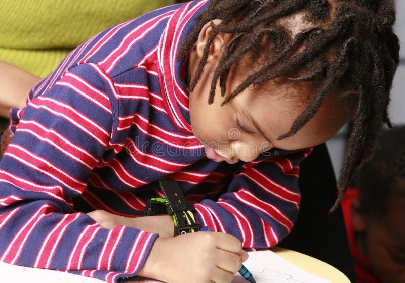 Zeichnung des kleinen Jungen stockfotos
