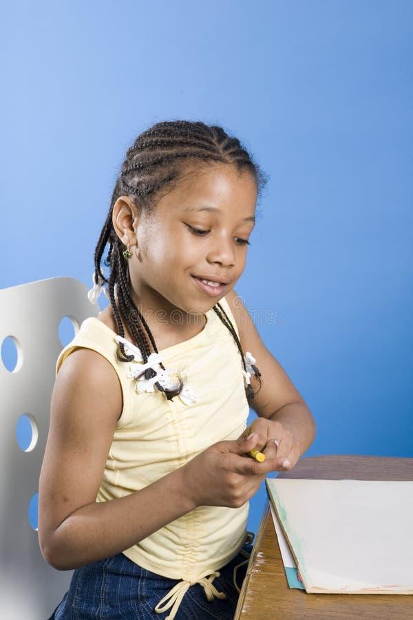 Zeichnung des recht kleinen Mädchens lizenzfreie stockfotos