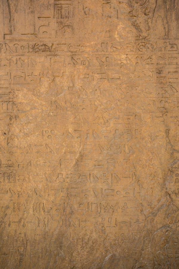 Zeichnungen und Malereien auf den Wänden des alten ägyptischen Temp stockbilder