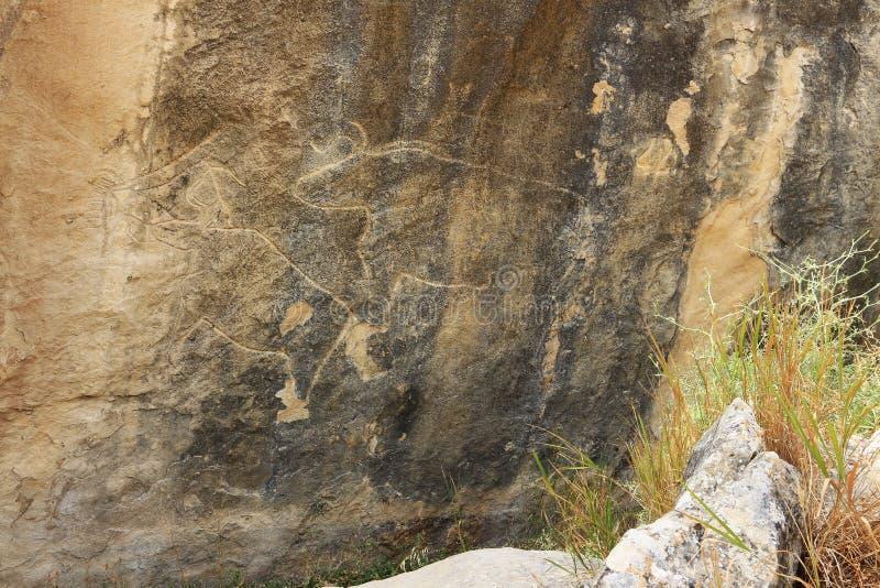 Zeichnungen von alten Leuten auf den Felsen Gobustan lizenzfreies stockfoto