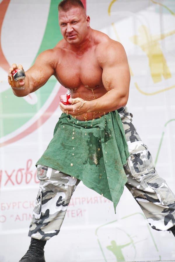 Zeigen Sie der Gruppe das athletische Petersburg stockbilder