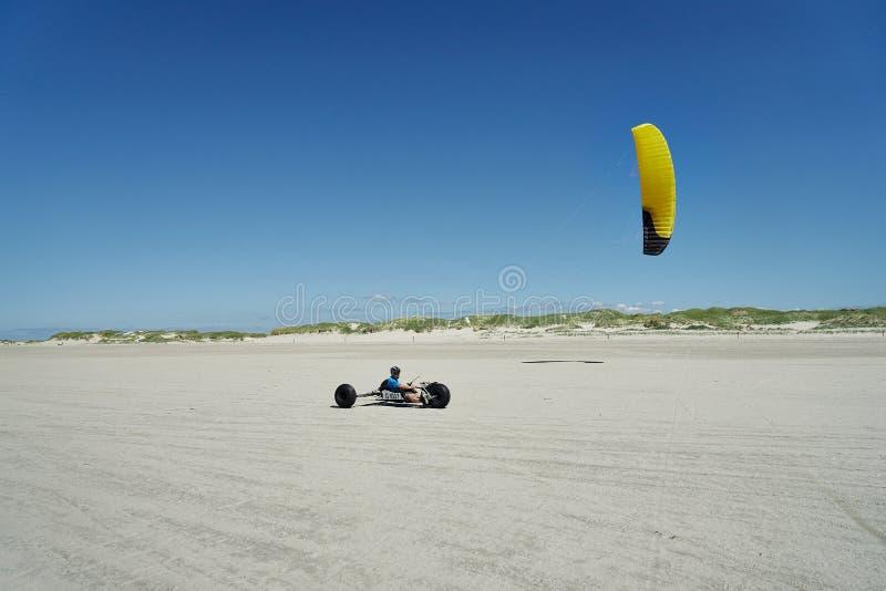 Zeil drijven het met fouten op het strand st peter-Ording stock fotografie