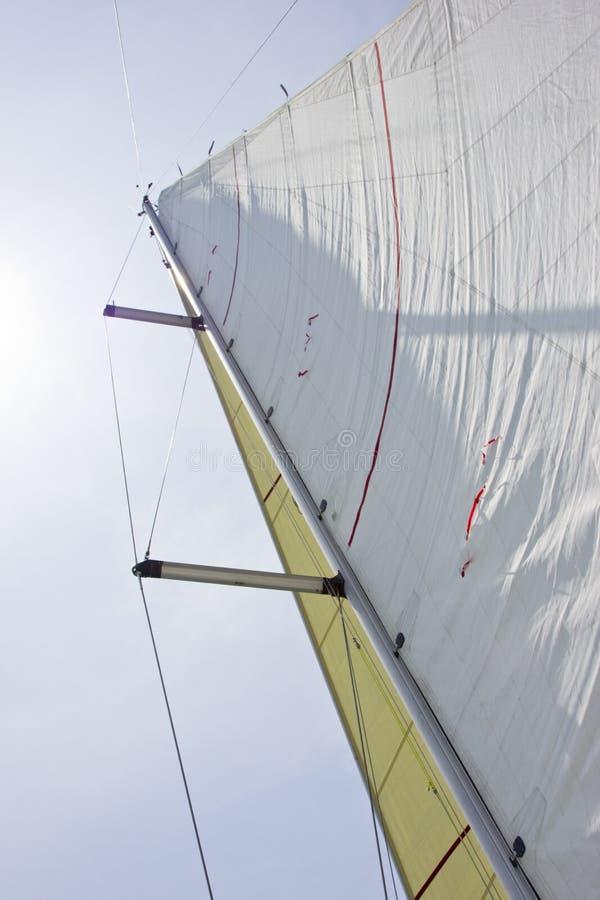 Zeil en mast van jacht royalty-vrije stock fotografie
