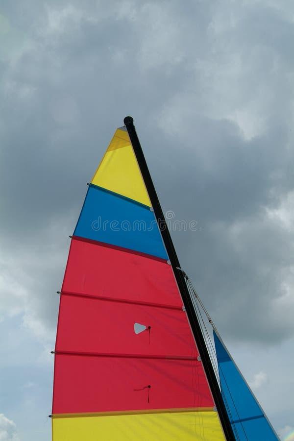 Zeil van kleine catamaran stock foto's