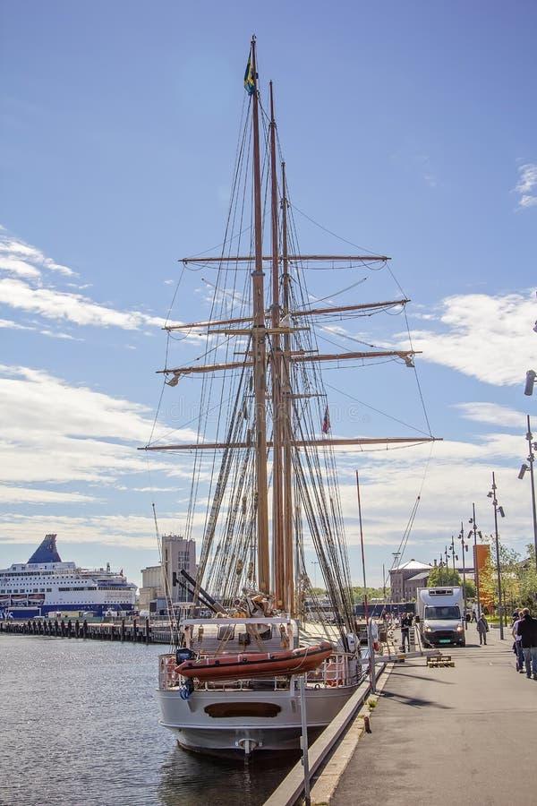 Zeilboot buiten Oslo, Noorwegen wordt gedokt dat royalty-vrije stock foto