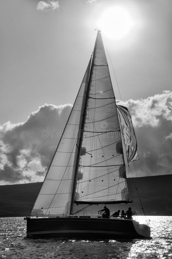 Zeilboot in de actie stock fotografie