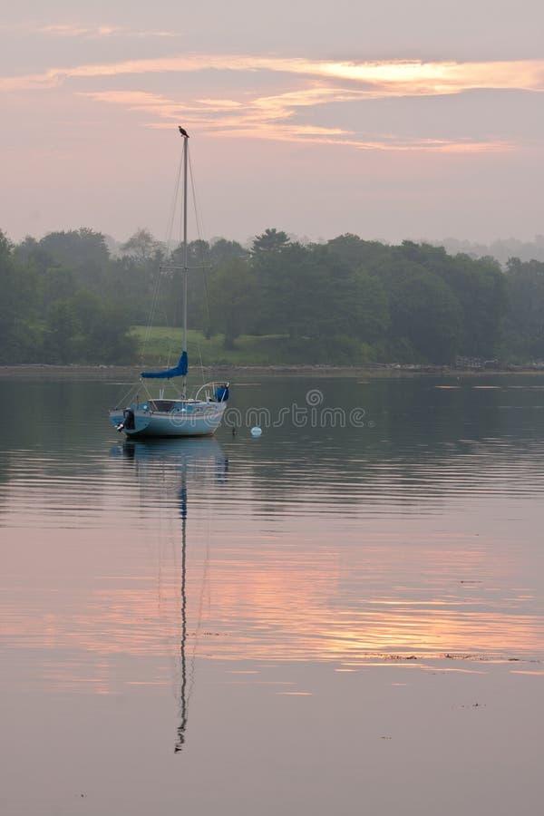 Zeilboot in de Haven van Belfast in Maine royalty-vrije stock foto's