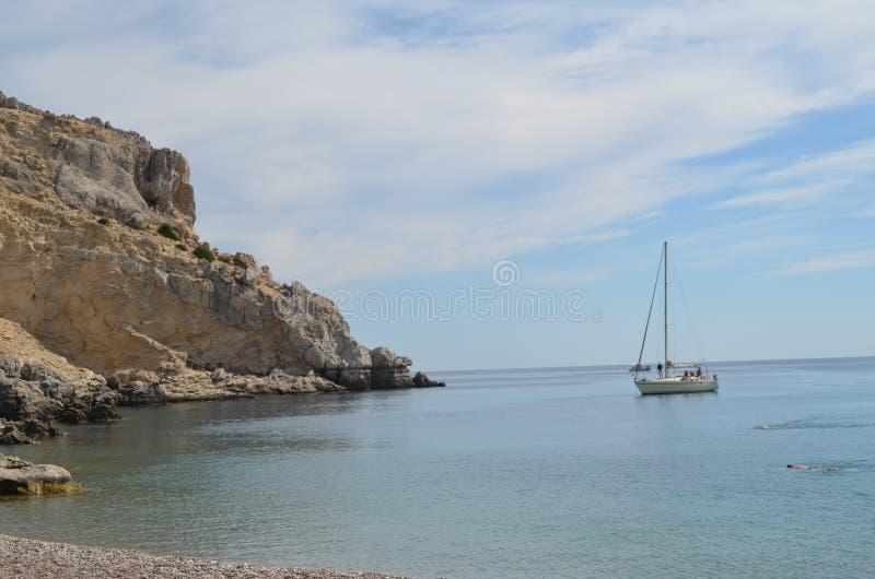 Zeilboot in de Middellandse Zee in Rhodes Greece royalty-vrije stock fotografie