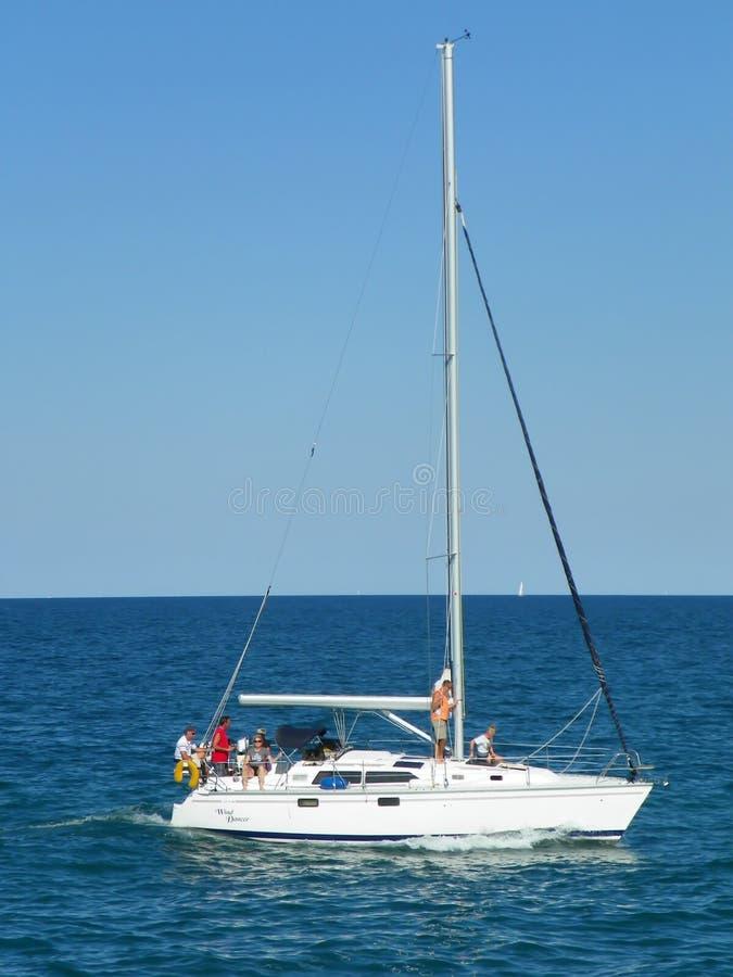 Zeilboot op Meer Michigan in Kenosha, Wisconsin royalty-vrije stock afbeeldingen
