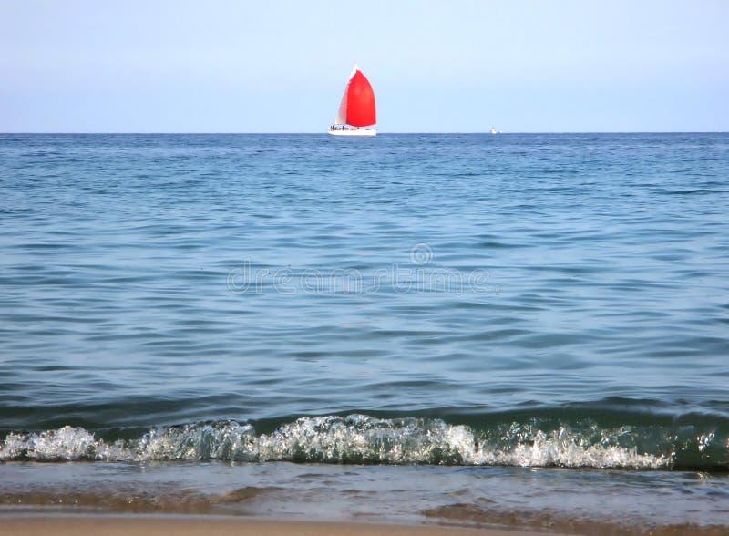 Zeilboot op zee royalty-vrije stock fotografie