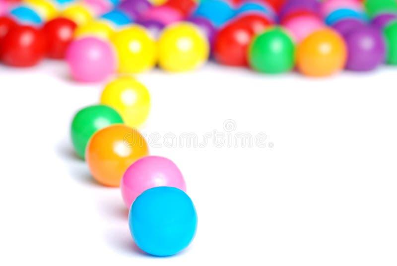Zeile der Gummikugeln stockfoto