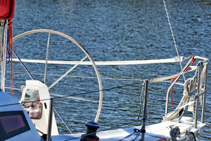 Zeilen. Delen van jacht. Detail van een varende boot royalty-vrije stock afbeelding