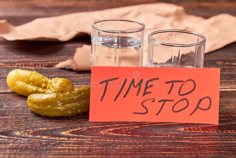 Zeit Alkohol, zu trinken aufzuhören stockfoto