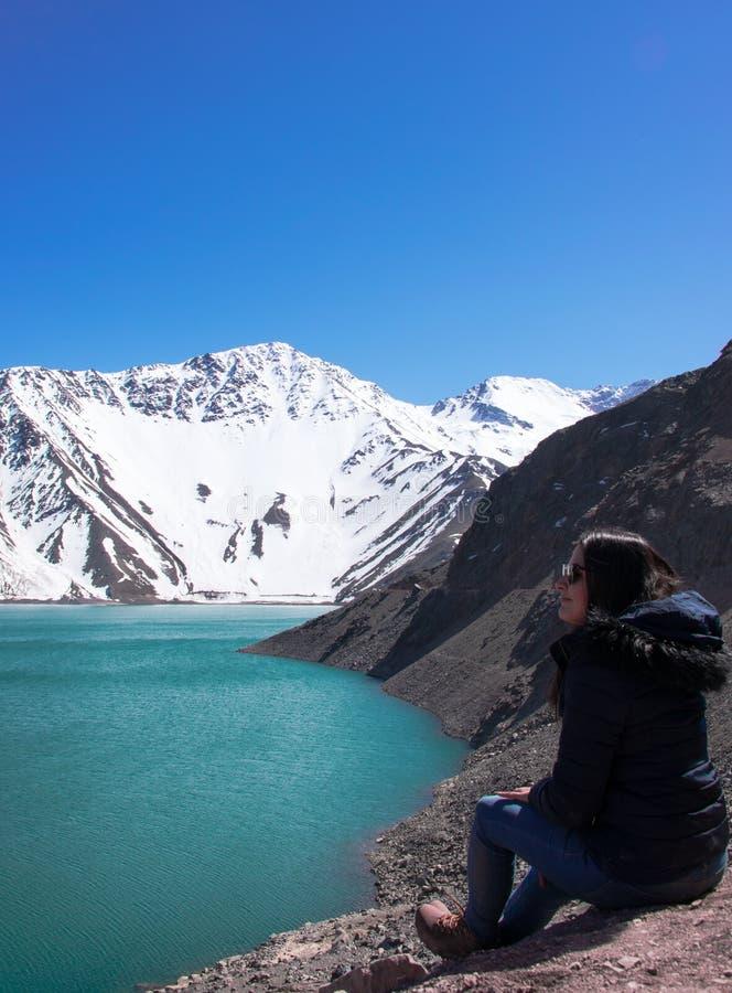Zeit, das Embalse EL Yeso, Chile sich zu entspannen und aufzupassen stockfotos
