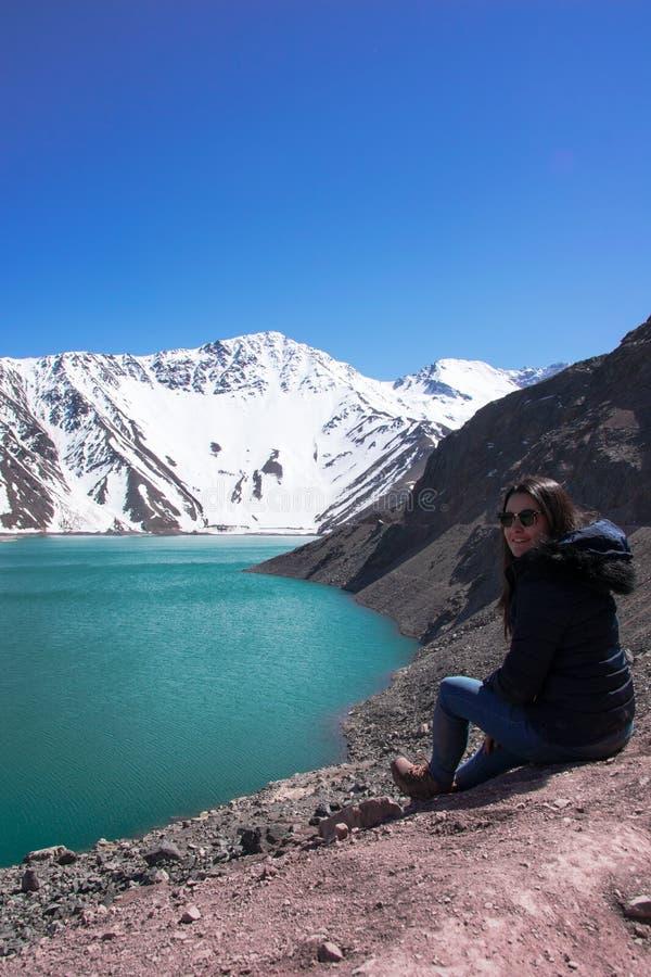 Zeit, das Embalse EL Yeso, Chile sich zu entspannen und aufzupassen lizenzfreies stockbild