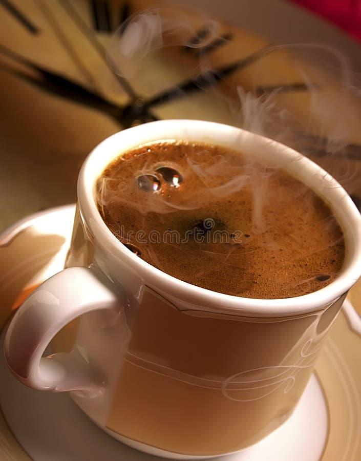 Zeit für frischen türkischen Kaffee. stockfotos