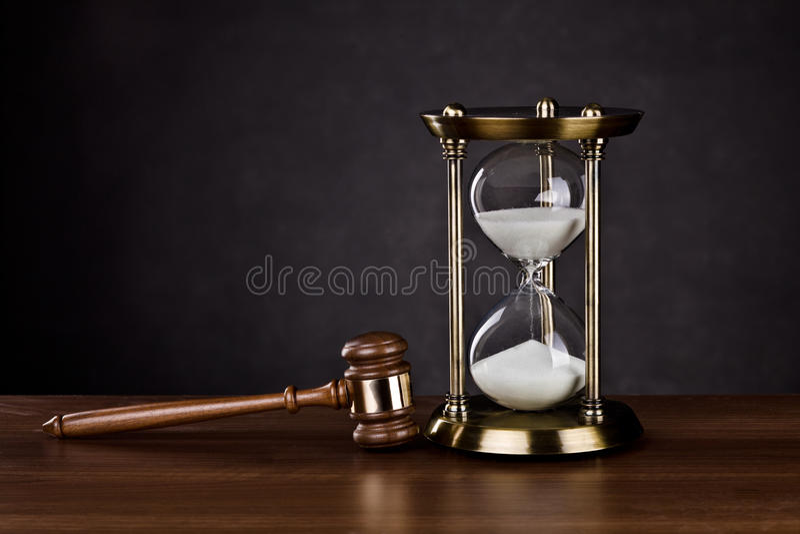 Zeit für Gerichtsdienste stockbilder