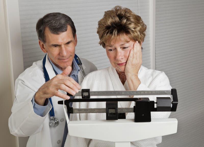 Zeit, Gewicht zu verlieren! lizenzfreie stockfotos