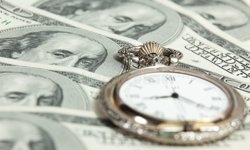 Zeit- und Geldkonzeptbild - Taschenuhr und US stockfoto