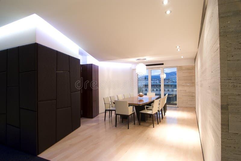Zeitgenössische Dachbodenhalle stockbild