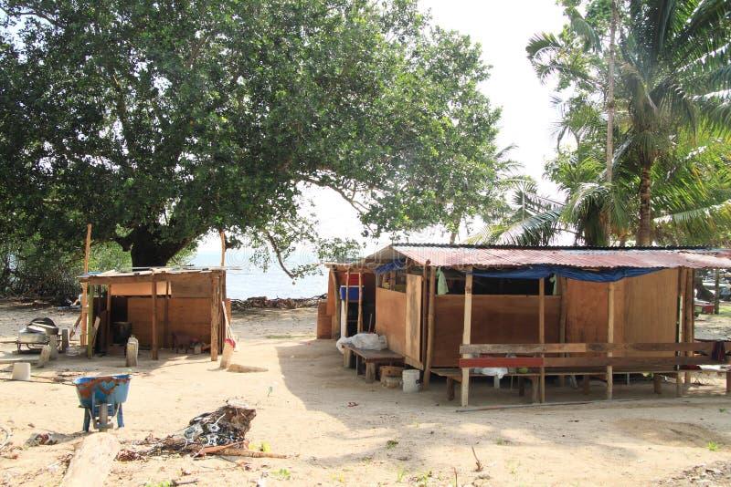 Zeitgenössische Häuser nach Taifun lizenzfreies stockfoto