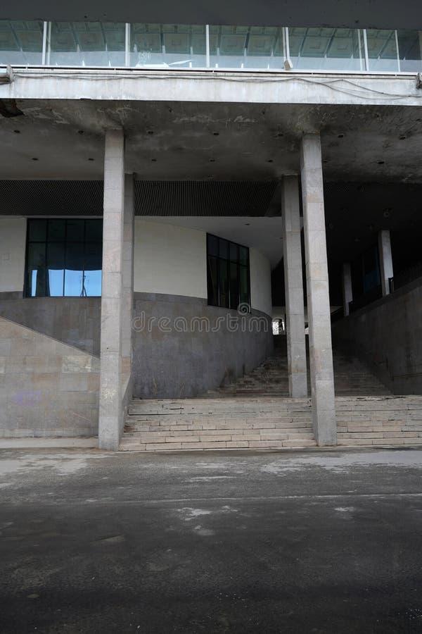 Zeitgenössische städtische Ansicht mit Gebäudehintergrund lizenzfreie stockfotos