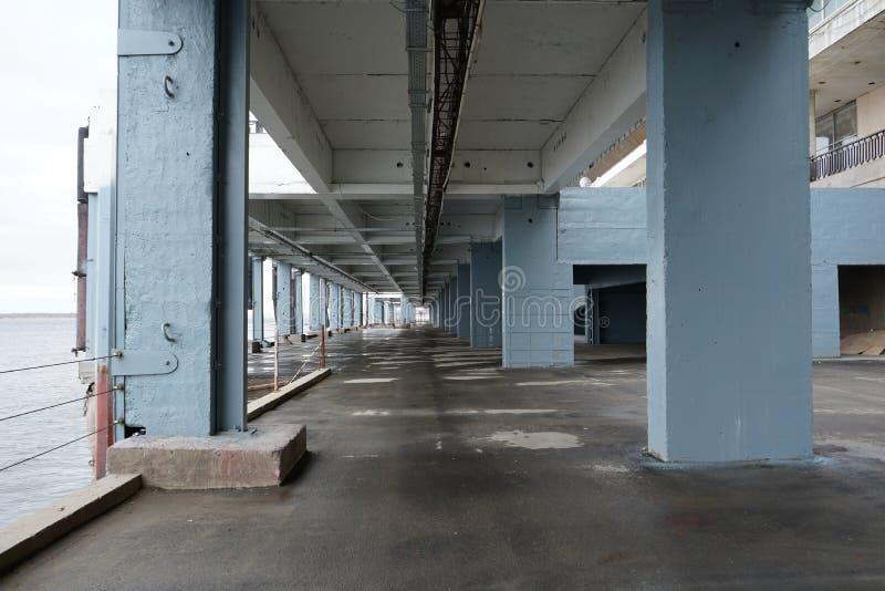Zeitgenössische städtische Ansicht mit Gebäudehintergrund stockbilder
