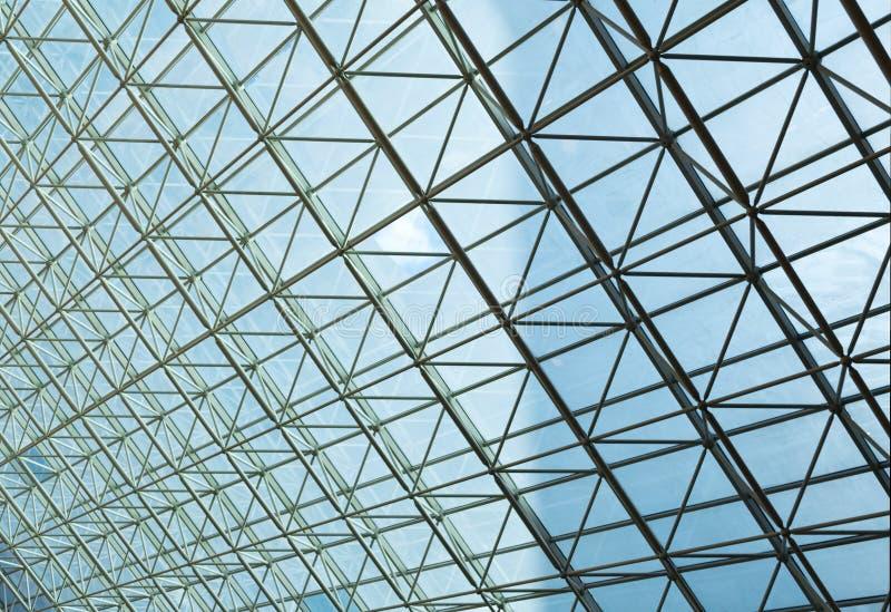 Zeitgenössische Stahlkonstruktion und transparentes Glasdach stockbild