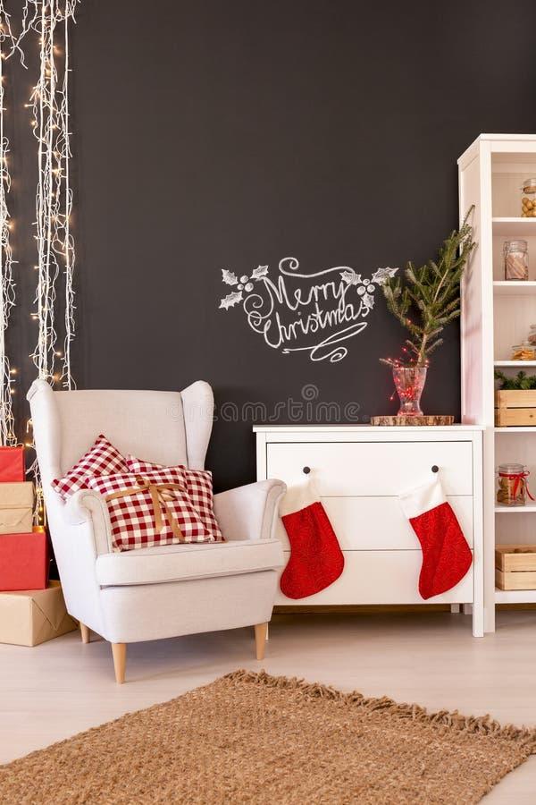 Zeitgenössisches Weihnachtswohnzimmer stockfoto