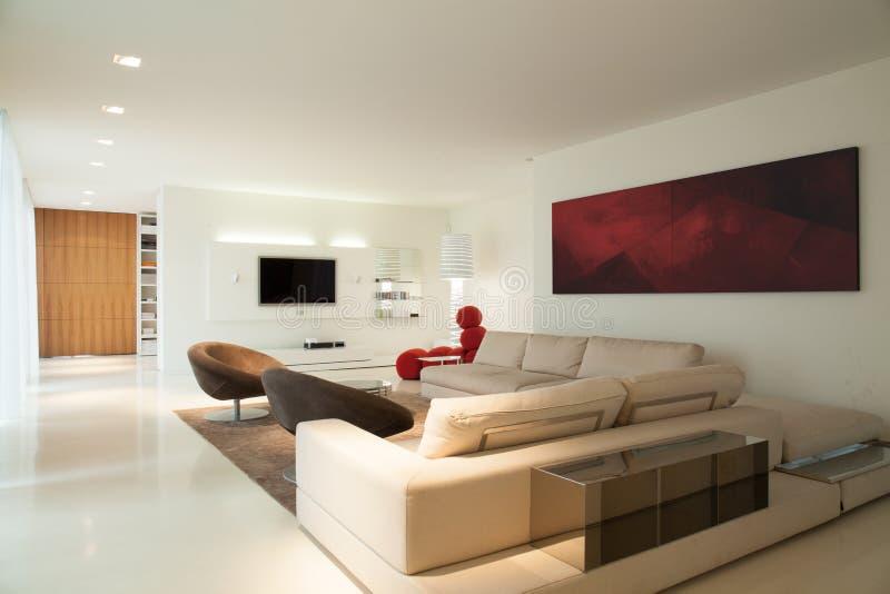 Zeitgenössisches Wohnzimmerdesign lizenzfreies stockbild