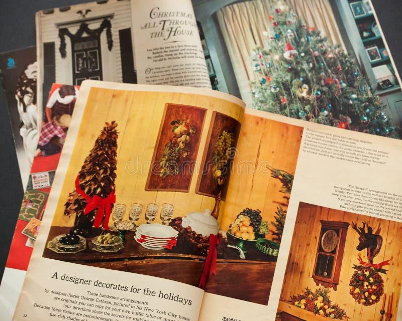 Zeitschriften der Weinlese-Frau Tagesam Weihnachten stockfoto