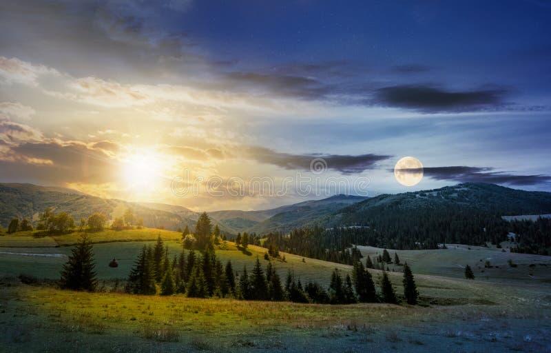 Zeitumstellung über der Landschaftssommerlandschaft lizenzfreie stockbilder