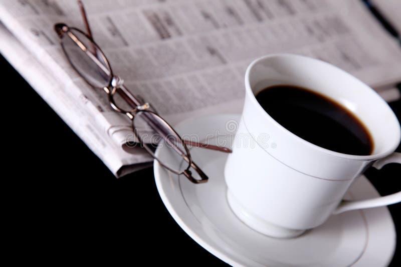 Download Zeitung stockfoto. Bild von frühstück, getrennt, leuchte - 12202824