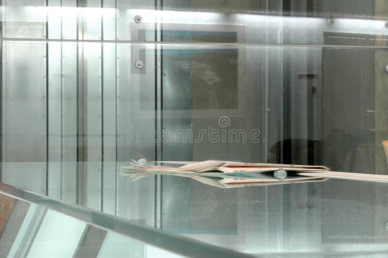 Download Zeitung stockfoto. Bild von zeitung, info, alleine, architektur - 41198