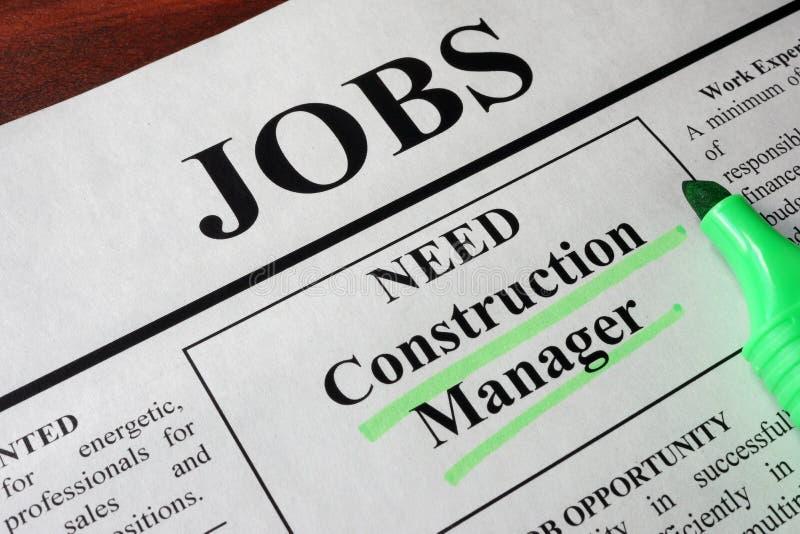 Zeitung mit Anzeigen für Bau-Manager der freien Stelle lizenzfreie stockfotos