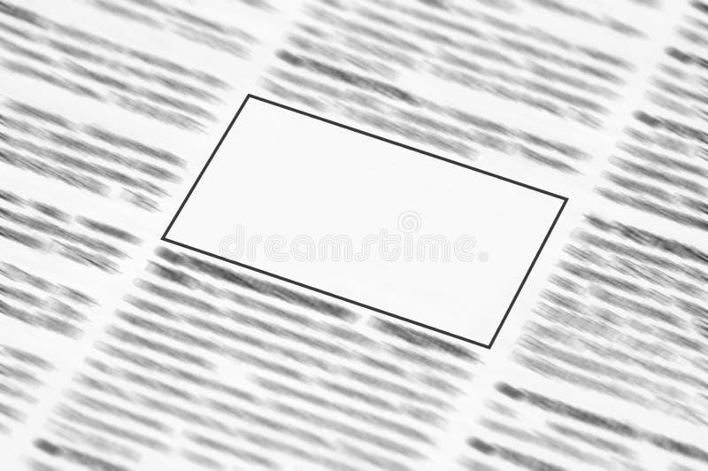 Zeitung mit Leerzeichen zu Information stockbild