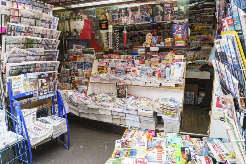 Zeitungen in Frankreich stockfotografie