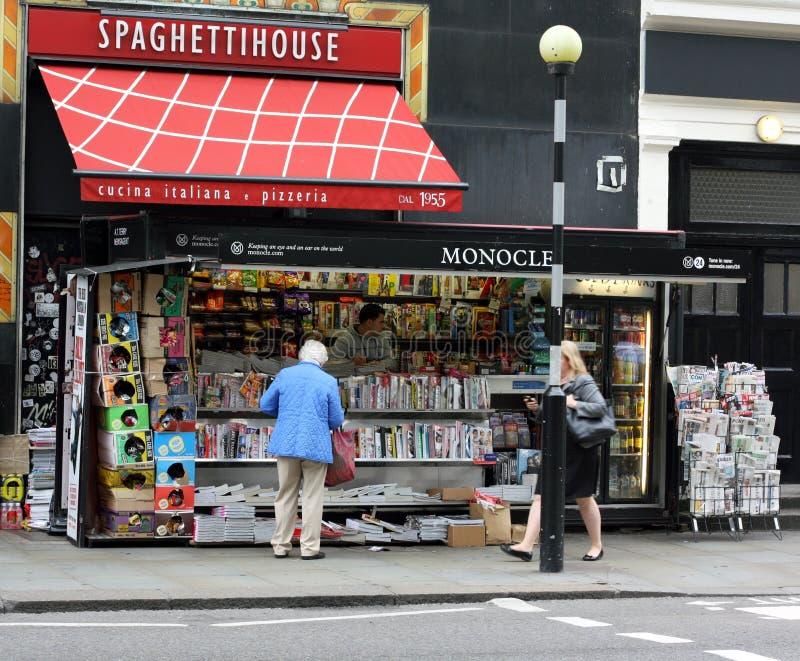 Zeitungs-Kiosk stockbilder