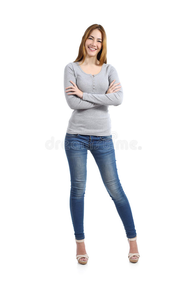 Zeker volledig lichaam van een toevallige gelukkige vrouw die dragend jeans bevinden zich royalty-vrije stock foto's
