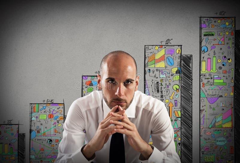Zekere en succesvolle zakenman stock afbeeldingen