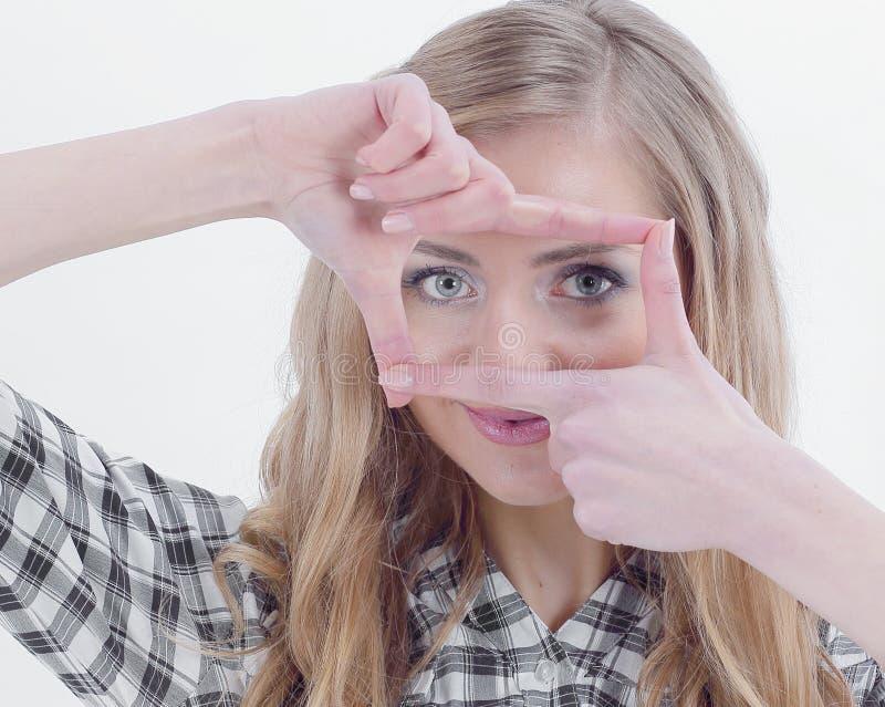 Zekere jonge bedrijfsvrouw die handkader maken royalty-vrije stock foto