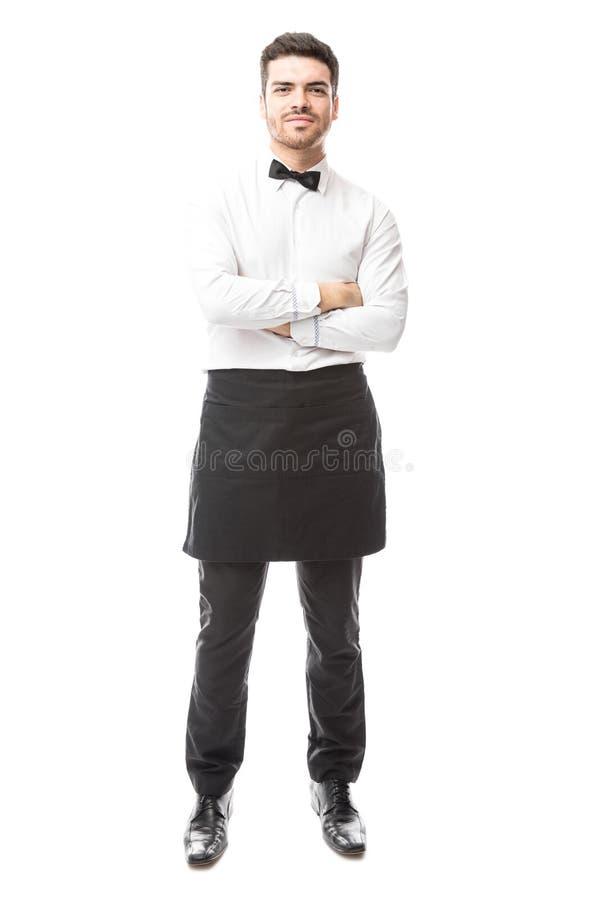 Zekere kelner met gekruiste wapens stock foto's