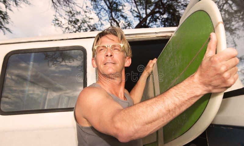 Zekere Mannelijke Surfer stock foto