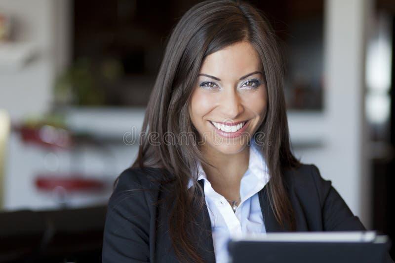 Zekere Onderneemster Working At Home royalty-vrije stock foto's