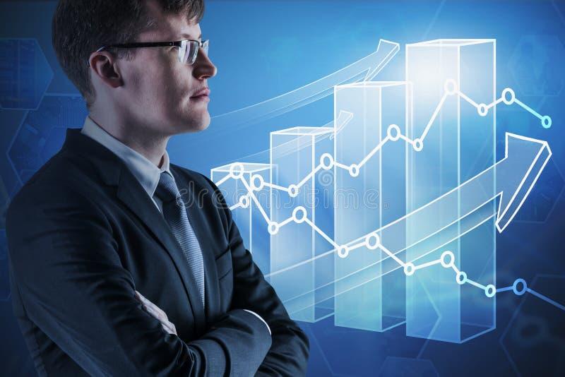 Zekere zakenman en het groeien grafiek royalty-vrije stock foto's